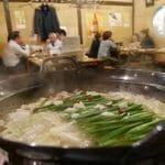 外国人が行ってみたい日本の居酒屋、女性には入りづらい場所だった?